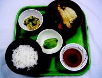 天ぷらの盛り合わせ・甘酢和え・フルーツ(キウイ)